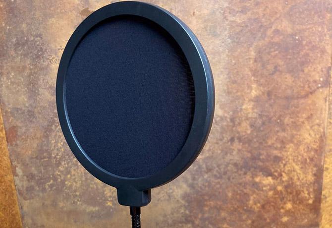 آیا برای میکروفون به یک شوک مونت و پاپ فیلتر نیاز داریم؟